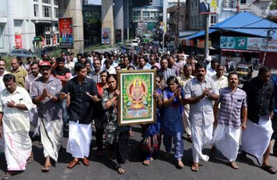 La entrada de dos mujeres a templo hindú desata protestas en India