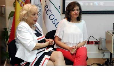 Sully Fuentes (i), Presidenta de ACPI y la  Ministra de Turismo de Paraguay, Marcela Bacigalupo