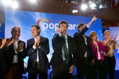 El presidente del PP Andaluz y presidente de la Junta de Andalucía, Juanma Moreno(2i), el presidente del PP malagueño y consejero de Presidencia, Administraciones Públicas e Interior, Elias Bendodo(1i)