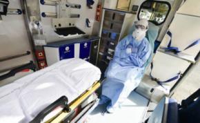 España vuelve a registrar más de 900 muertos por coronavirus en 24 horas y supera a Italia en contagios
