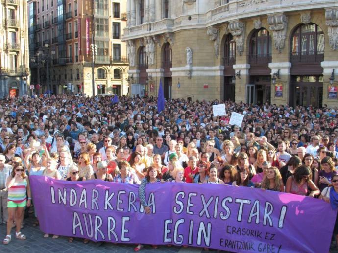 Miles de personas asistieron a la manifestación que se desarrolló ayer en Bilbao