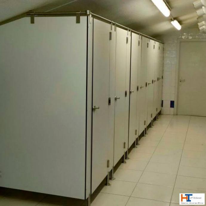 El compacto fenólico revoluciona las cabinas sanitarias