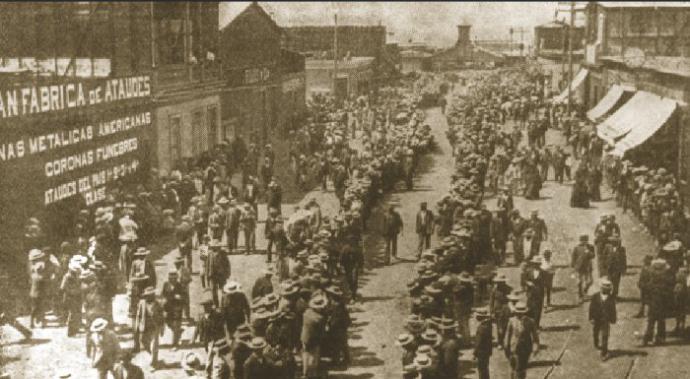 El 21 de diciembre de 1907, centenares de obreros con sus familias fueron asesinados al interior de la Escuela Santa Maria (Iquique, Chile) por las fuerzas militares del gobierno chileno de la época.