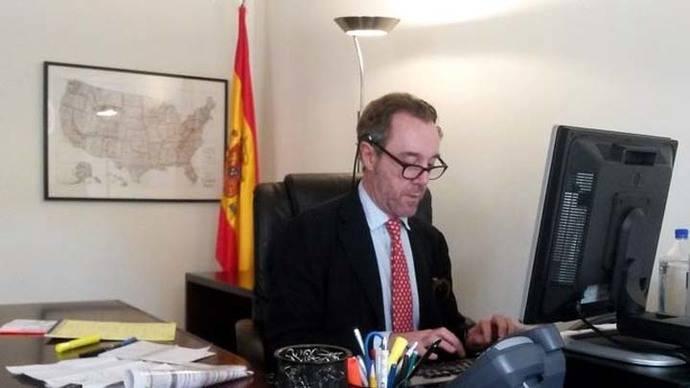 La hiperactividad en las redes tumbó a un cónsul incómodo para Exteriores