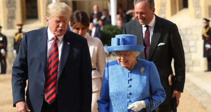 Donald Trump y la reina Isabel II el 13 de julio del 2018 en Londres, capital del Reino Unido.