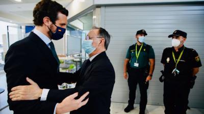 Pablo Casado junto al presidente de Ceuta, Juan Jesús Vivas, este jueves, en la ciudad autónoma.David Mudarra / PP