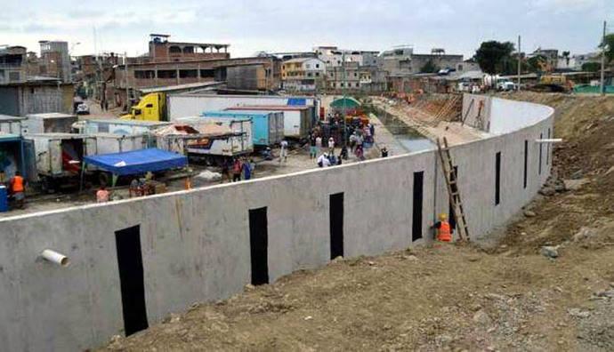 Ecuador construye un muro de 4 metros de alto en la frontera con Perú