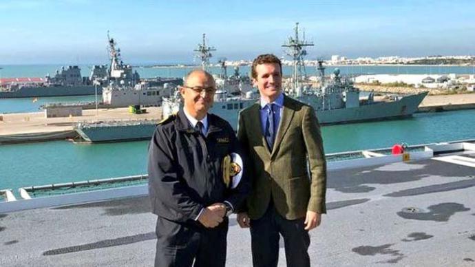 Pablo Casado, junto al almirante Garat de la Marina de los EEUU en Rota TWITTER: