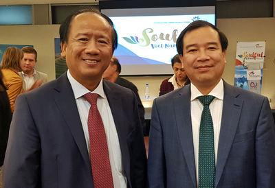 Ngo Tien Dung, embajador de Vietnam en España y el Dr Ha Van Sieu, Viceministro de Turismo