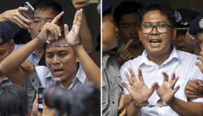 .- Los periodistas de Reuters Kyaw Soe Oo y Wa Lone son esposados y escoltados por la policía fuera de la corte. El tribunal los condenó a siete años de prisión el lunes por posesión ilegal de documentos oficiales.