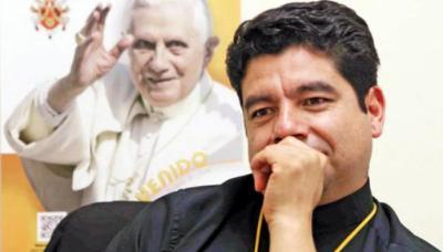 El sacerdote, de 50 años de edad, era confesor y guía espiritual de las víctimas.