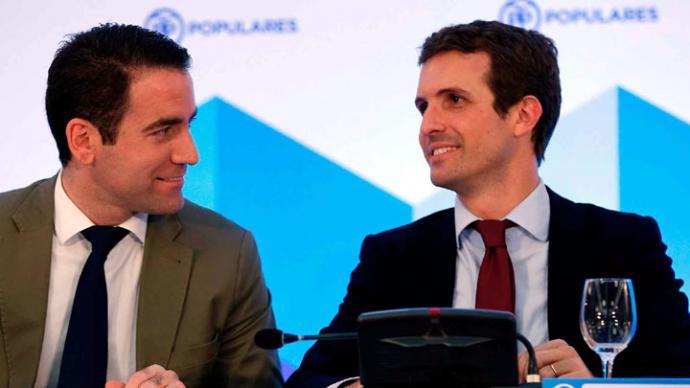 El secretario general del PP, Teodoro García Egea.  A la izquierda en la imagen