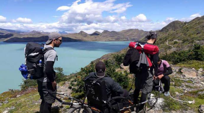Atleta paralímpico recorrió en silla de ruedas los senderos de Torres del Paine