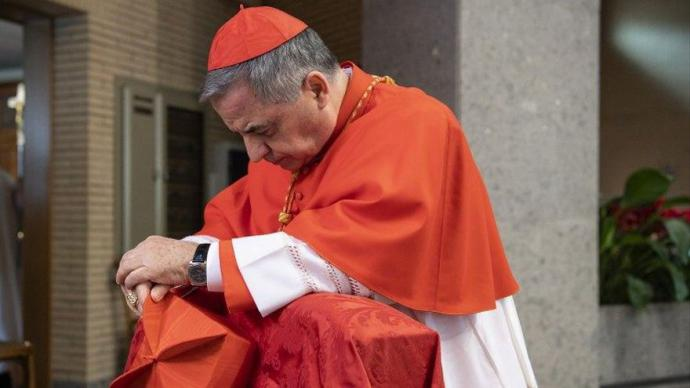 Angelo Becciu, el cardenal defenestrado