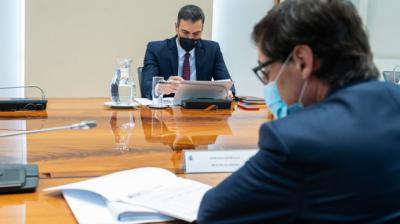 Pedro Sánchez y Salvador Illa en una reunión del Comité de Seguimiento del CoronavirusMoncloa