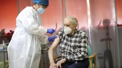 Nicanor, el primer vacunado contra la COVID en Madrid