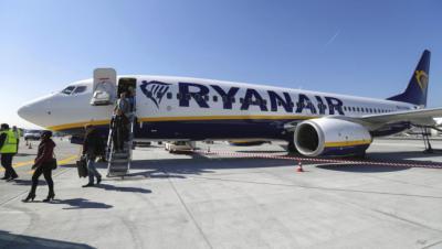 FACUA denuncia a Ryanair por mantener a 200 pasajeros españoles dentro de un avión durante más de 6 horas