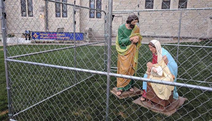 'Detienen' al niño Jesús en protesta por política migratoria de Trump