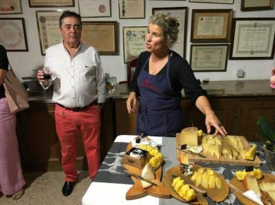Clausura el curso de quesos en los laboratorios Arroyo