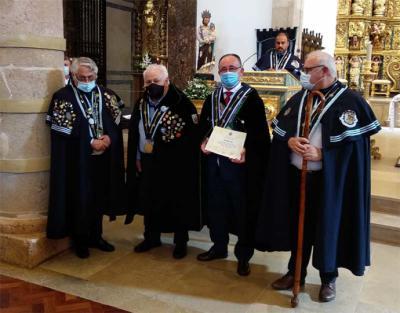 Emilio Santos, de la Cofradía del Queso de Cantabria, reconocido en Portugal