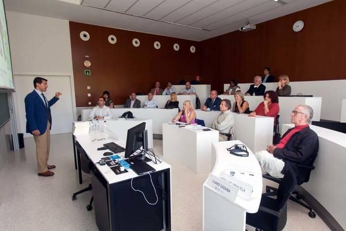 Prof. Jordi Rodríguez explicando los principales retos de la Comunicación Política