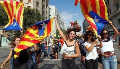 Más de 300 mil personas protestan en Barcelona contra la violencia policial
