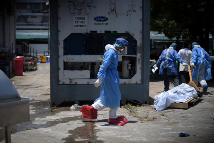 El vídeo de cadáveres hacinados en un hospital no es España, sino Ecuador (imagen de referencia tomada de un periódico de Ecuador)