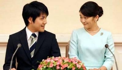 Mako y Komuro se graduaron en la Universidad Internacional Cristiana.