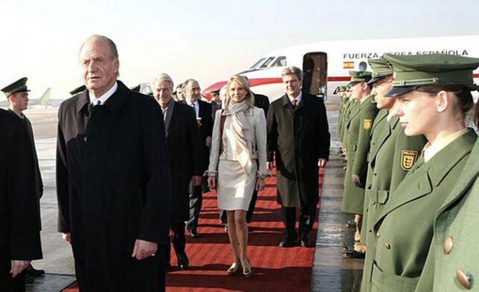 Juan Carlos I, junto a Corinna Larsen, en un viaje privado a Alemania en febrero de 2006 KORPA / GTRES