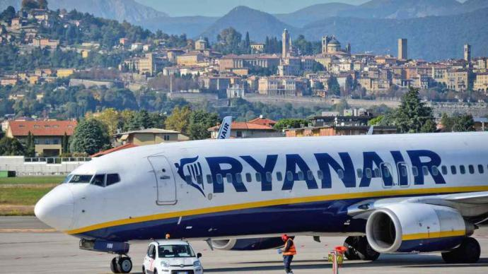 Trabajo deniega dos peticiones de ERTE a agencias de Ryanair que trataban de endosar al SEPE salarios impagados