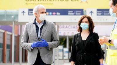 Isabel Díaz Ayuso y el  consejero de Sanidad de la Comunidad de Madrid, Ruiz Escudero,