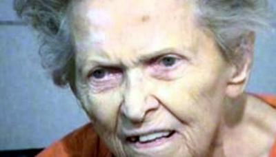 Anna Mae Blessing usó dos viejas pistolas para acabar con la vida de su hijo de 72 años