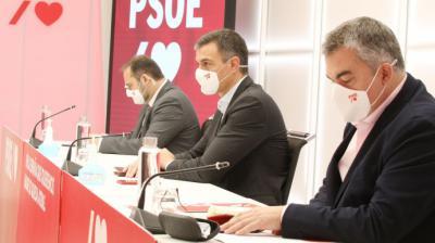 Pedro Sánchez junto a Santos Cerdán y José Luis Ábalos durante la Ejecutiva del PSOE este lunes 5 de octubre.Inma Mesa (PSOE)