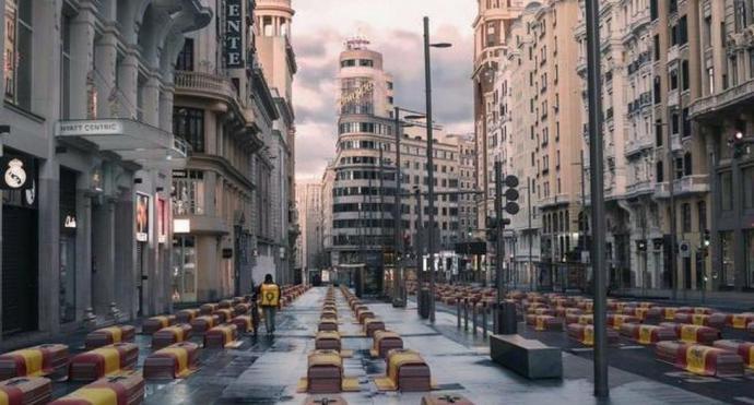Vox recibe críticas por difundir foto trucada y falsa de la Gran Vía de Madrid llena de ataúdes