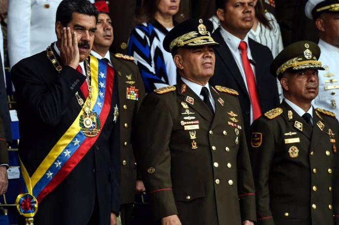 El mandatario venezolano celebraba el aniversario de la Guardia Nacional cuando sonaron las explosiones.