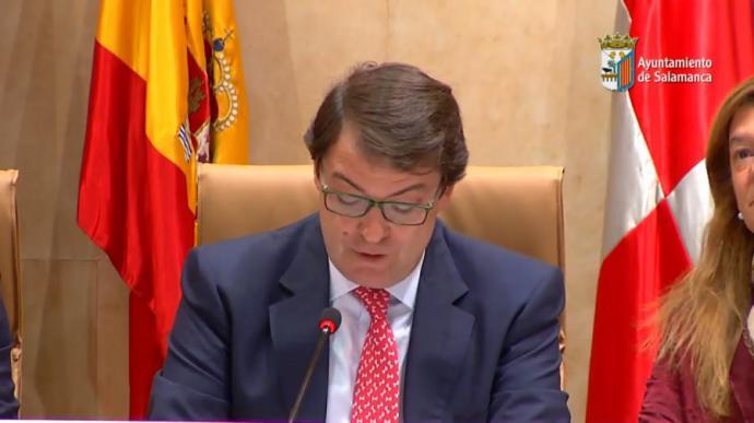 El alcalde de Salamanca dimite inesperadamente durante un Pleno para centrarse en su candidatura como presidente de Castilla y León