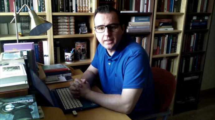 """Alberto Martínez, autor del libro de relatos """"Un ciervo en la carretera"""""""