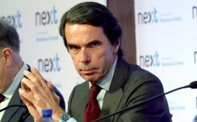 Aznar se ofrece para contribuir a la 'reconstrucción' del 'centro derecha' el mismo día de la dimisión de Rajoy