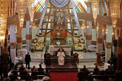 Papa Francisco visita la catedral de Bagdad, blanco del peor atentado contra cristianos en 2010