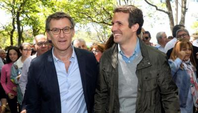 Núñez Feijóo y Casado, a su llegada al acto político de los populares en el municipio coruñés de O Pino.
