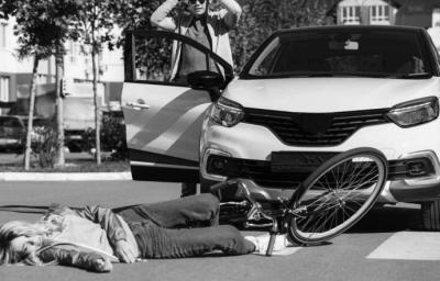 """Según Ayuso, """"el que haya atropellos a diario no sugiere limitar la circulación de coches""""...(imagen de referencia)"""