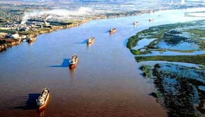 •Bolivia busca llegar al Atlántico a través de los ríos Paraná y Paraguay.