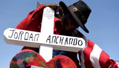 En El Paso donde ocurrió la matanza varias cruces recuerdan a las 22 víctimas, ocho de las cuales eran mexicanos.