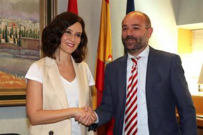 El presidente de la Asamblea de Madrid, Juan Trinidad, durante la reunión que mantuvo hoy con la candidata del Partido Popular a la Comunidad de Madrid, Isabel Díaz Ayuso