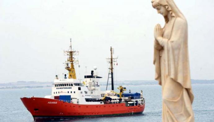 """El buque humanitario """"Aquarius"""" anunció el cese de sus actividades de salvamento."""