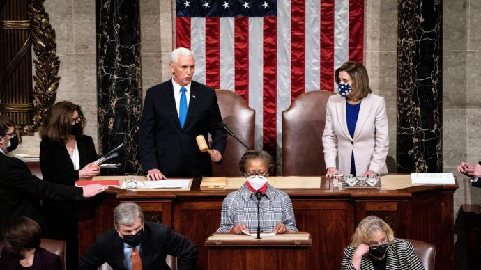 Mike Pence y Nancy Pelosi presiden la sesión conjunta en el Capitolio