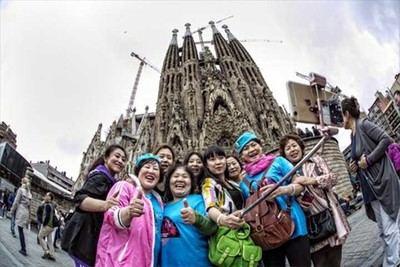 Turistas chinos: Ni vienen ni gastan tanto como se dice...