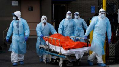 Estados Unidos registra 2.333 muertes por coronavirus, una cifra que duplica la del día anterior