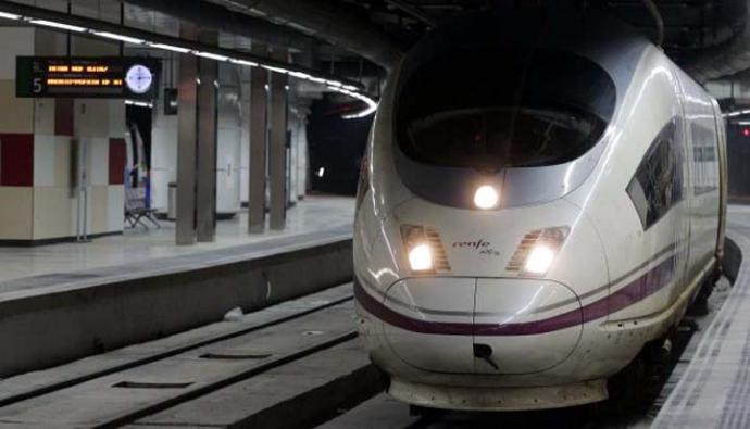 Hebilla en forma de granada paraliza trenes de alta velocidad de Madrid y Barcelona