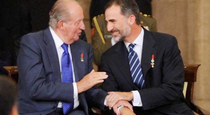El Rey emérito junto al actual rey de España (imagen de archivo)